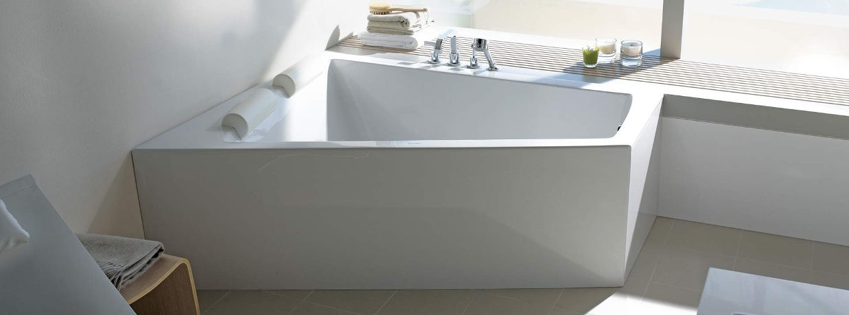 Asymetrical bathtubs